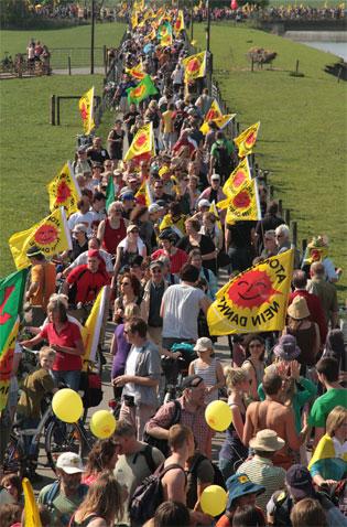 Demonstrationszug gegen Atomkraftwerke